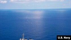 ေတာင္တရုတ္ ပင္လယ္ျပင္ အတြင္း ခုတ္ေမာင္းခဲ႔တဲ႔ USS Lassen ဖ်က္သေဘာၤ။
