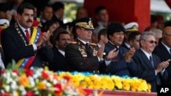 Nicolás Maduro habló en el desfile militar al que también asistieron los presidentes Raúl Castro (Cuba) y Evo Morales (Bolivia).