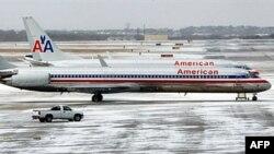 Thời tiết buộc phi trường quốc tế ở thành phố Dallas, Texax phải đóng cửa trong hai giờ đồng hồ, gây ra các vụ chậm trễ