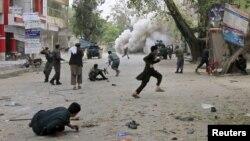 Vụ đánh bom xảy ra bên ngoài một ngân hàng tại thành phố Jalalabad ở miền đông, 18/4/2015.