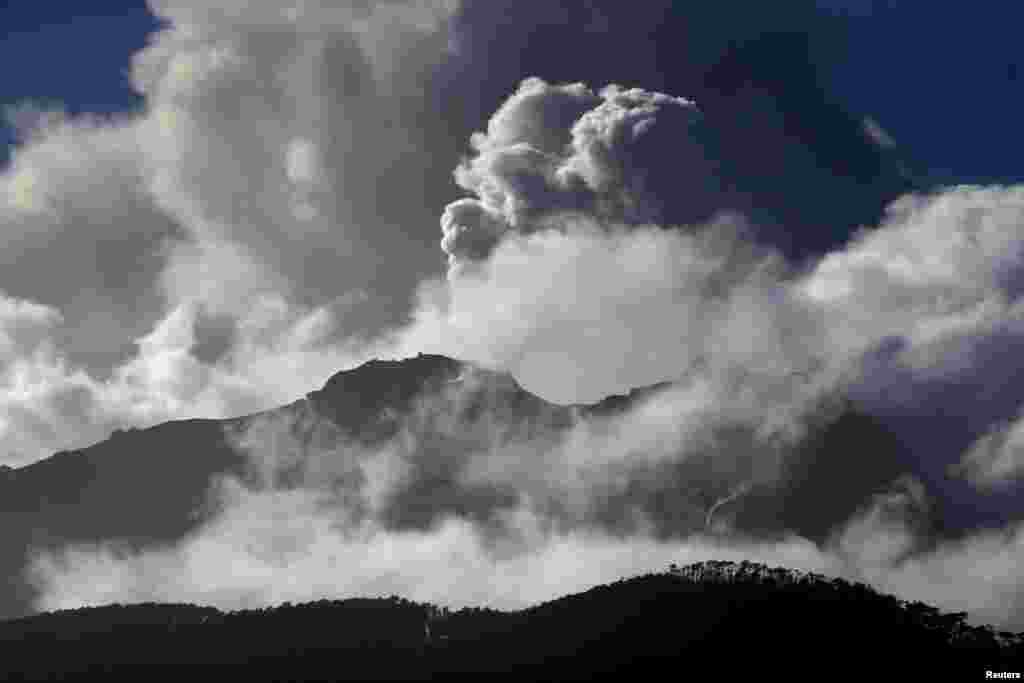 A general view of Calbuco volcano spewing ash and smoke near Alerce town, Chile. The volcano, which last had a major eruption in 1961, erupted last week with a spectacular plume of ash and smoke around 15 kilometers into the sky.
