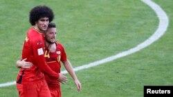 18일 열린 브라질 월드컵 H조 벨기에와 알제리의 경기에서 벨기에의 2:1 승리가 확정되자, 동점골을 넣은 마루안 펠라이니(왼쪽)와 결승골의 주인공 드리스 메르텐스가 기쁨을 나누고 있다.