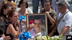 Funerales de Oswaldo Payá en el cementerio de La Habana. Los senadores han pedido a la CIDH investigar su muerte.