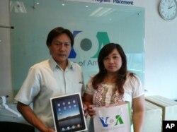 คุณปกรณ์ โชควิวัฒน์ ผู้โชคดีได้รับ iPad