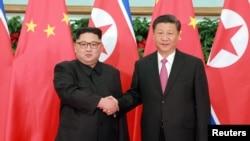 金正恩与习近平2018年5月在大连会面(路透社转载朝鲜中央社照片)