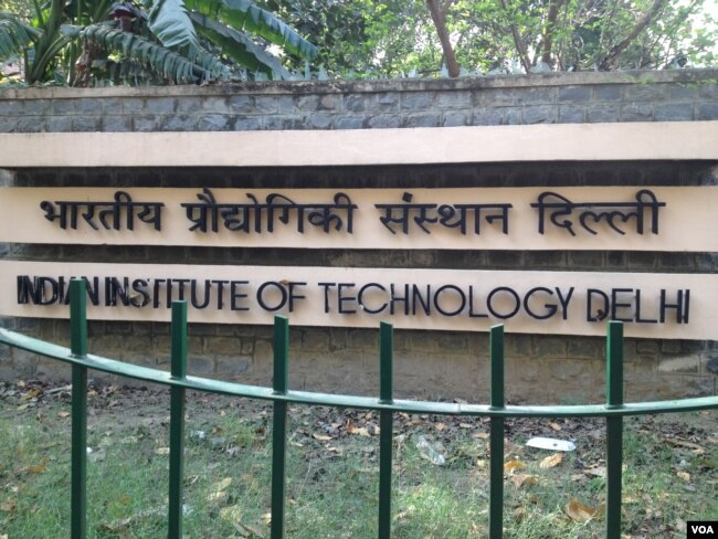 Hundreds of engineers at the premier Indian Institutes of Technology have always aspired to go to the US for postgraduate studies but education consultants say some are rethinking those plans. (Photo: A. Pasricha / VOA)