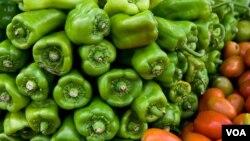 Según los consumidores de estos productos, los vegetales crecidos naturalmente tienen un mejor sabor y color que los de supermercados.