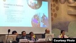 Switzerland ႏို္င္ငံ Geneva ၿမိဳ႕မွာက်င္းပေနတဲ့ ကုလသမဂၢလူ႔အခြင့္အေရးေကာင္စီ ႏွစ္ပါတ္လည္ စည္းေဝးပြဲမွာ ျမန္မာႏိုင္ငံ နဲ႔ပါတ္သက္လို႔ ျပည္ေထာင္စုအစိုးရအဖဲြ႔႐ံုးဝန္ႀကီး ဦးေသာင္းထြန္းနဲ႔အဖြဲ႔ လာေရာက္ေဆြးေႏြးစဥ္။ သတင္းဓာတ္ပံု- ေဒၚျပံဳးေကသီႏိုင္ FACEBOOK.