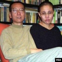 Pemenang Nobel Perdamaian Liu Xiaobo bersama isterinya, Liu Xia.