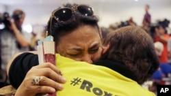 菲律宾总统候选人罗萨克斯的支持者因其败选而伤心(2016年5月10日)