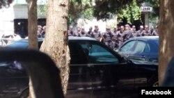 Həmrəylik Marafonuna polis müdaxiləsi (Foto Oqtay Gülalıyevin facebook səhifəsindəndir)