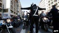 Yunanistan'da Grevciler Polisle Çatıştı