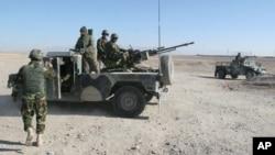 Ảnh tư liệu - Các binh sĩ Quân đội Nhà nước Afghanistan bảo vệ tại một trạm kiểm soát trên đường đến quận Sangin, tỉnh Helmand, Afghanistan, ngày 23 tháng 12 năm 2015.