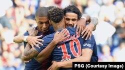 Kylian Mbappé, Edinson Cavani, et Neymar, lors de la 3e journée de Ligue 1 remportée 3-1 contre Angers, en France, 25 août 2018. (Twitter/PSG)