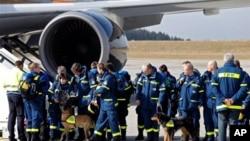 일본 재난지역으로 급파되는 독일의 구조대원들과 구조견들