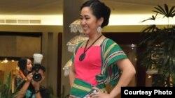 Koleksi pakaian Oerip Batik hasil karya desainer Indonesia Dian Erakumalasari (foto/dok: Dian Erakumalasari)
