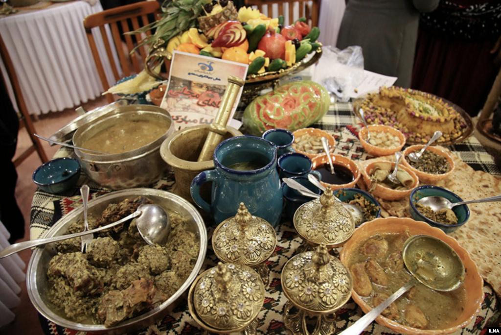 اولین جشنواره استانی غذاهای محلی در آستانه شب یلدا در هتلی سنندج برگزار شد. عکس:محمد لطیف حسینی نسب