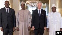 Roch Marc Christian Kaboré, Idriss Déby Itno, le roi Philippe de Belgique et Ibrahim Boubacar Keita posent lors d'une reunion sur le G5 Sahel à Bruxelles, le 23 fevrier 2018