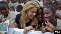 La designación de Shakira se vincula además con su trabajo como directora de la fundación Pies Descalzos, en apoyo de niños de bajos recursos de América Latina.