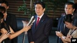 日本首相安倍晋三在东京首相府答记者问(2015年7月17日)