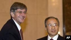 美國副國務卿斯坦伯格16日抵達北京時受到中國國務委員戴秉國歡迎