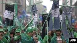 Hàng chục ngàn người biểu tình đổ vào thành phố để đi tuần hành tới trụ sở Liên hiệp châu Âu ở Brussels