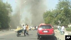 14일 나이지리아 마이두구리의 군 검문소 주변에서 차량 폭탄 테러가 발생했다. 폭발 직후 휴대전화로 촬영한 사진.