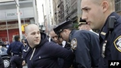 "Kaliforni: Policia arreston protestues të lëvizjes ""Zaptimi i Uoll Stritit"""