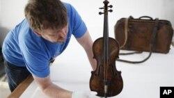Durante años se creyó que el violín estaba perdido hasta que fue hallado en 2006 en el desván de una casa.