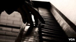 Además de ofrecer programas de música clásica, la facultad ofrece programas de jazz y hasta música popular.