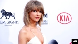 FILE - In this May 17, 2015 file photo, Taylor Swift arrives at the Billboard Music Awards at the MGM Grand Garden Arena in Las Vegas.