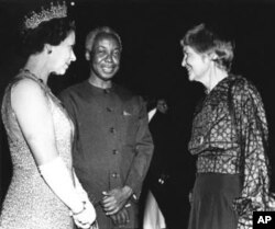 Wani tsohon hoton Sarauniya Elizabeth lokacin da ta kai ziyara kasar Tanzania tun a zamanin mulkin shugaba Julius Nyerere