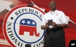 Michael Steele, président national du parti républicain, en campagne en Californie contre Mme Pelosi