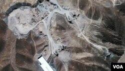 Foto satelit pembangunan fasilitas nuklir Iran di Fordo, dekat kota suci Qom (foto: dok).