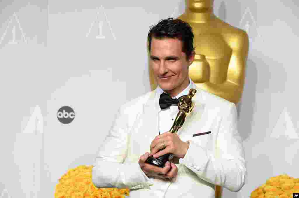"Matthew McConaughey winner of the award for best actor for his role in the ""Dallas Buyers Club"" poses in the press room during the Oscars."