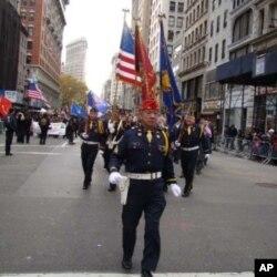 雷光達率紐約華裔退伍軍人會邁步前進