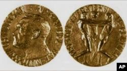 诺贝尔和平奖金质奖章正反面