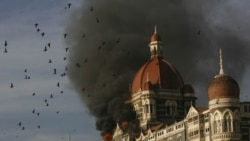 هتل تاج مومبای پس از بمب گذاری سال 2008. هند شورشیان پاکستان را مسئول حمله می داند
