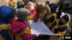 14 niños del centro de cuidado infantil de la ONU, Bright Horizons, participaron en un evento para conmemorar el aniversario de la Declaración de los Derechos Humanos. [Foto: Celia Mendoza]
