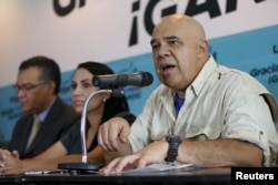 FILE - Jesus Torrealba (R), secretary of the Venezuelan coalition of opposition parties (MUD), speaks during a news conference in Caracas, Dec. 8, 2015.