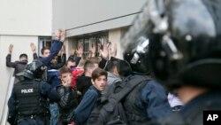 Sukob policije i pripadnika opozicije u Prištini.