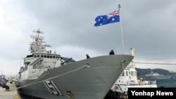 호주 해군 호위함인 아룬타함이 22일 부산항에 입항했다.