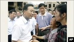 山东访民林秀丽北京突破警戒线见到总理温家宝并递交上访材料