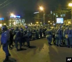 3月5日普希金广场旁大街上的俄罗斯精锐部队,杰尔任斯基师士兵