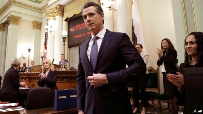 加州也带头取消警察掐脖执法。图为州长纽森资料照 (美联社20019年2月12日)