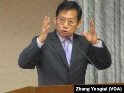 执政党国民党立委吴育升 (美国之音张永泰拍摄)