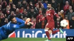 Le milieu de terrain égyptien de Liverpool, Mohamed Salah, à droite, lors de la demi-finale de la Ligue des champions, le 24 avril 2018.