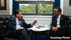 美国众议院外交委员会主席罗伊斯与世界卫生组织总干事阿达诺姆会面 ( 美国众议院外交委员会)