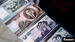 북한 화폐. 위에서 부터 200원, 100원, 50원, 5원