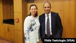 Kudret Özersay ve VOA Türkçe muhabiri Yıldız Yazıcıoğlu
